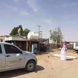 """بالفيديو : سقوط """"ملثمَين"""" اعتدو على عاملين بمحطة وقود بالرياض"""