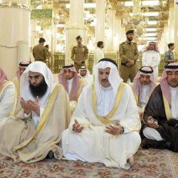 جموع المصلين يؤدون صلاة العيد بالحرم المكي