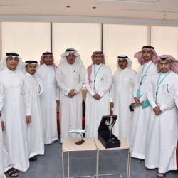 «الغذاء والدواء» تُغلق مستودعَيْ تجميل في جدة وتضبط 843 ألف عبوة مخالفة