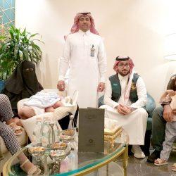 """رئيس بلدية مدينة العيون يُكرم الزميل """"عبدالله العيد"""""""
