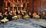 أمير المنطقة الشرقية يستقبل مسؤولي المنطقة في المجلس الأسبوعي بالإمارة