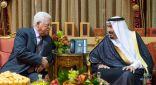 """الرئيس الفلسطيني يستنكر الهجوم الإرهابي الذي استهدف معملين لـ """"أرامكو"""""""