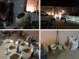 """التجارة"""" تضبط عمالة تخزن مواد غذائية منتهية الصلاحية في استراحة عشوائية بالجوف"""