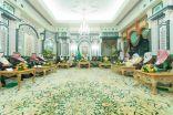 بالصور .. الملك سلمان يستقبل ابن حميد والسديس وأئمة ومؤذني المسجد الحرام