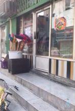 بالفيديو : عامل بقالة يتاجر بصحة أطفال الحي و المسؤل مجهول!