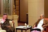 شاهد خادم الحرمين الشريفين في منزل أخيه الأمير طلال