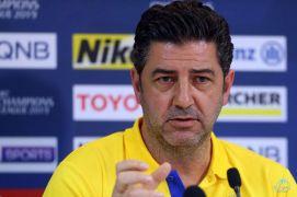 """مدرب #النصر يتعرض لإصابة في الرأس بسبب """"التطعيس"""""""