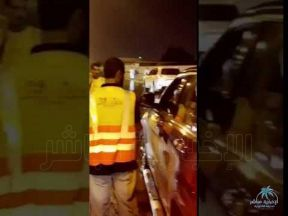 بالفيديو : أمير #الشرقية يتابع الحالة الميدانية بعد الامطار الغزيرة في #الدمام