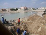 بالصور .. انفجار خط رئيسي يحرم سكان راشدية المبرز من المياه .. والشوارع تغرق