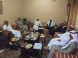 بالصور .. مدير عام تعليم الأحساء يزور مدير إدارة الإعلام التربوي السابق