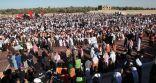 بالصور .. جموع غفيرة من الأهالي يشيعون شهداء مسجد الرضا في #الأحساء