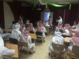 بالصور .. ثانوية الملك خالد تقدم برنامج دور التقنيات الحديثه