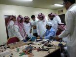 بالصور .. طلاب ثانوية الملك خالد يشاركون في دورة الالكترونيات