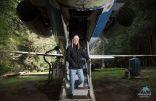 بالصور .. تعرف على أغرب طائرة ركاب داخل الغابة يسكنها مهندس طيران ..!!
