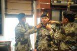 قائد قوات الطوارئ الخاصة يقلد الملازم أول نواف السلمي رتبته الجديدة