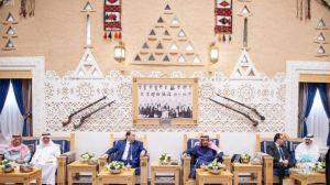 خادم الحرمين ورئيس الحكومة التونسية يحضران توقيع اتفاقيتين ومذكرة تفاهم