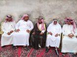 """وكيل محافظة الأحساء يقوم بواجب العزاء لأسرة """"العيد """"بمدينة العيون"""